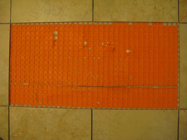 Replacing 2 ceramic tiles over Ditra-img_1351.jpg
