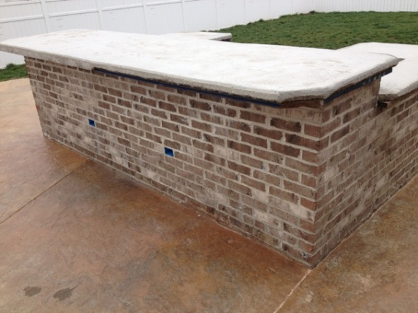 concrete slab poor against foundation without a expansion joint-img_1563.jpg