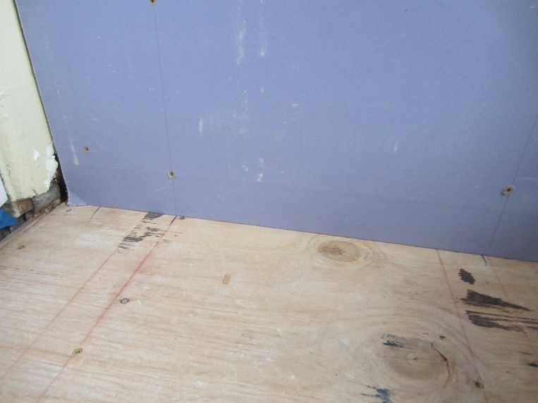 Drywall to Floor?-img_1635.jpg