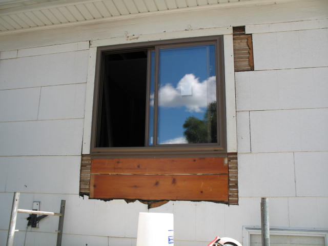 how should i seal this window ?-img_1810.jpg