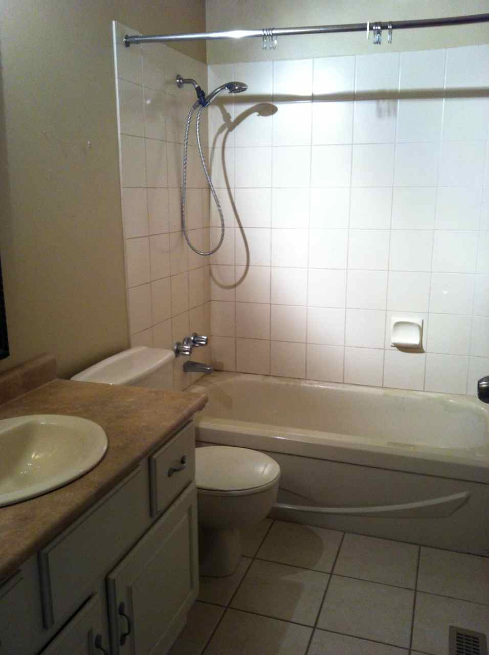 Complete re-do of my '80 main bath - let the demo begin-img_1902.jpg