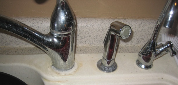 kitchen faucet problem-img_1977.jpg