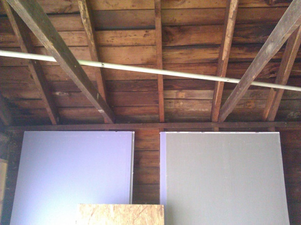 "Garage renovation/vaulted ceiling & removing ""ceiling joists""-img_20110111_133426.jpg"