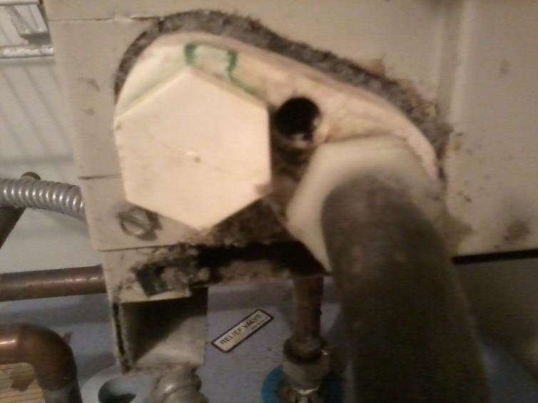 Just trying to understand why water leaked from this hole in my AC-img_20120822_063753.jpg