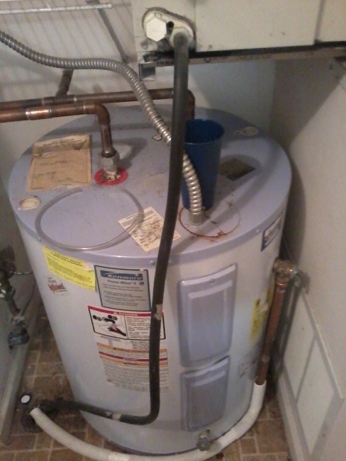 Just trying to understand why water leaked from this hole in my AC-img_20120822_063811.jpg