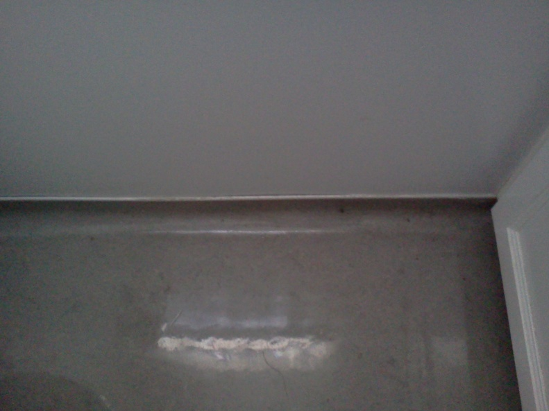 (vinyl) flooring rolled up to serve as wall base?-img_20121020_135724.jpg