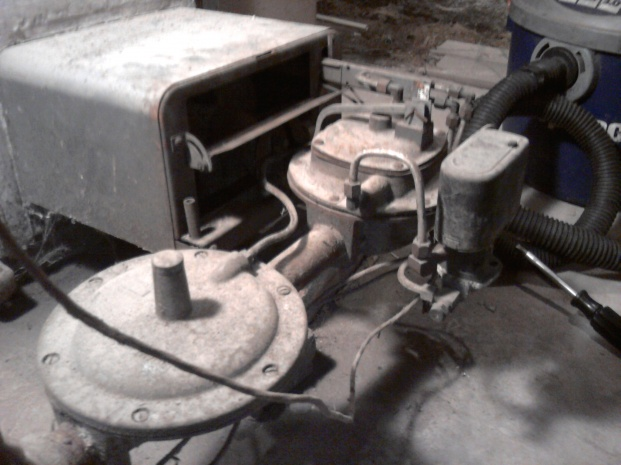 Looking for Antique Furnace parts-img_20121204_123345.jpg