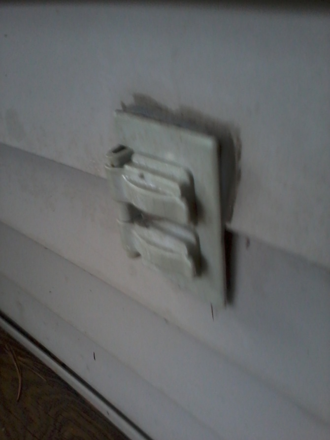 Outdoor outlet not working - need advice-img_20121215_085030.jpg