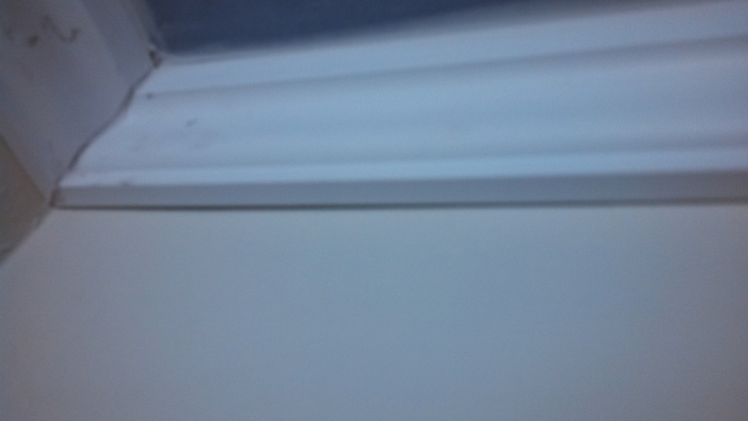 Crown moulding for bathroom ceiling/wall joint - ok to use instead of spackle?-img_20131231_092805_078.jpg