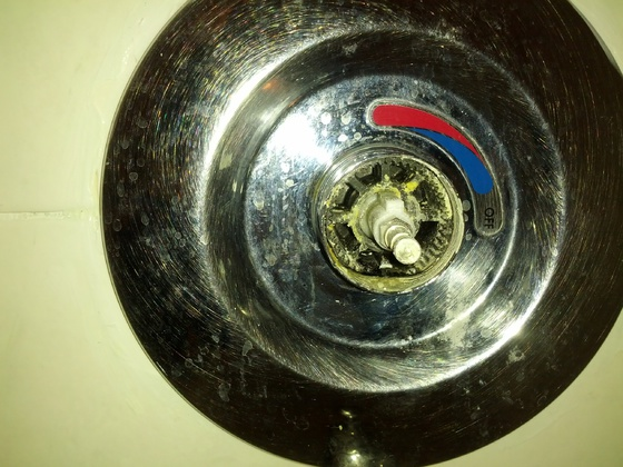 Help Identifying a shower faucet cartridge.. please..-img_20141222_120600.jpg