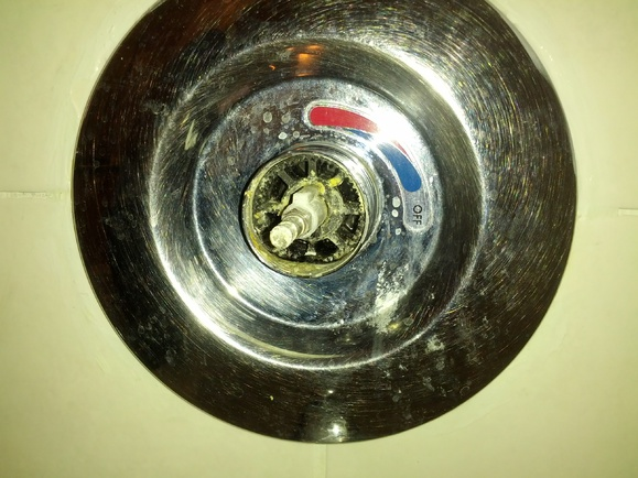 Help Identifying a shower faucet cartridge.. please..-img_20141222_120607.jpg