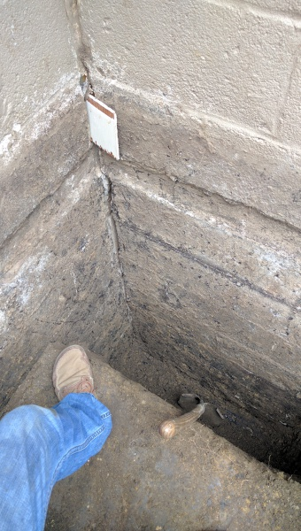 Cinder block foundation 2 long cracks concrete stone for Best backfill material for foundation