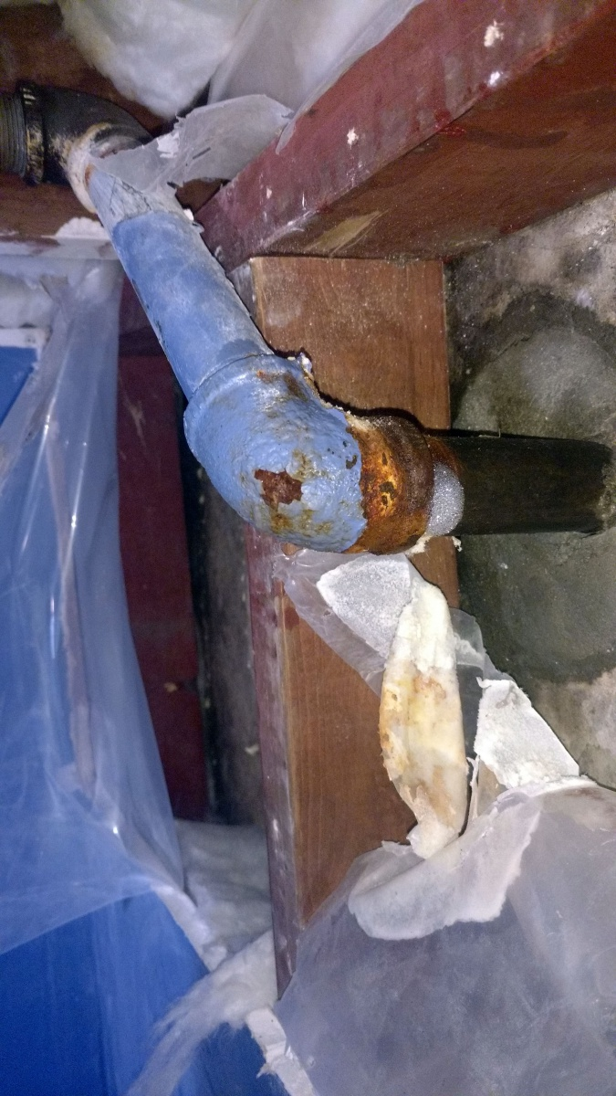Sweating gas pipe on inside wall (anyway to stop it?)-img_20171203_232739255.jpg