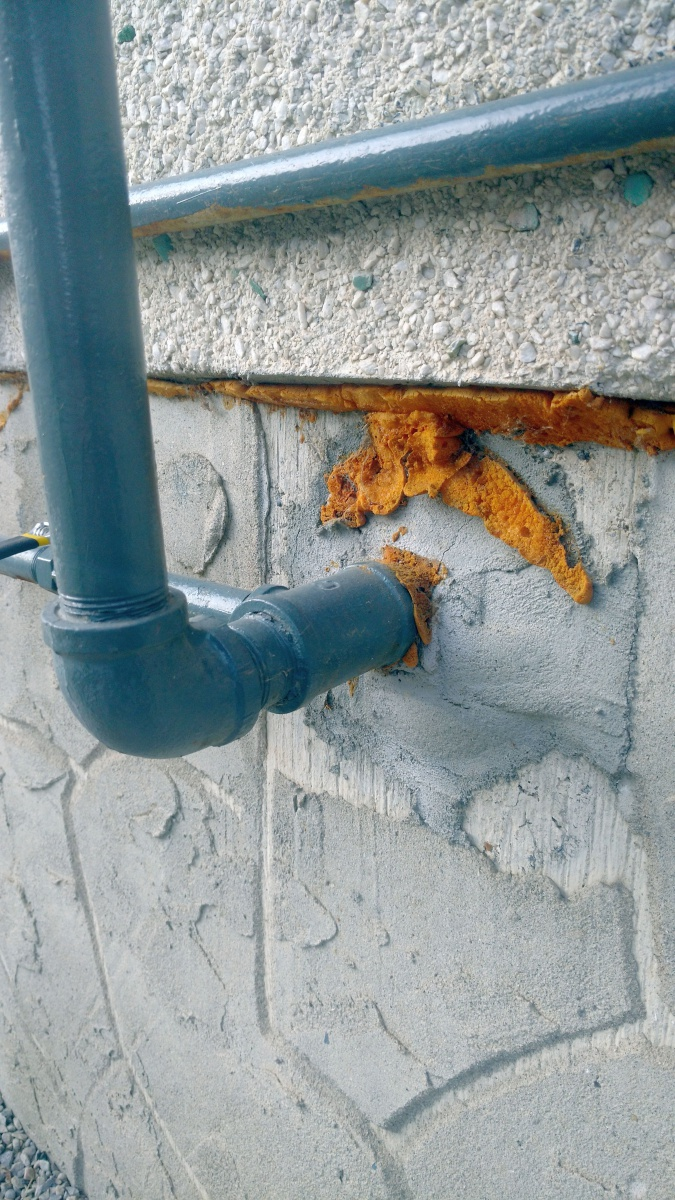 Sweating gas pipe on inside wall (anyway to stop it?)-img_20171204_134756898.jpg