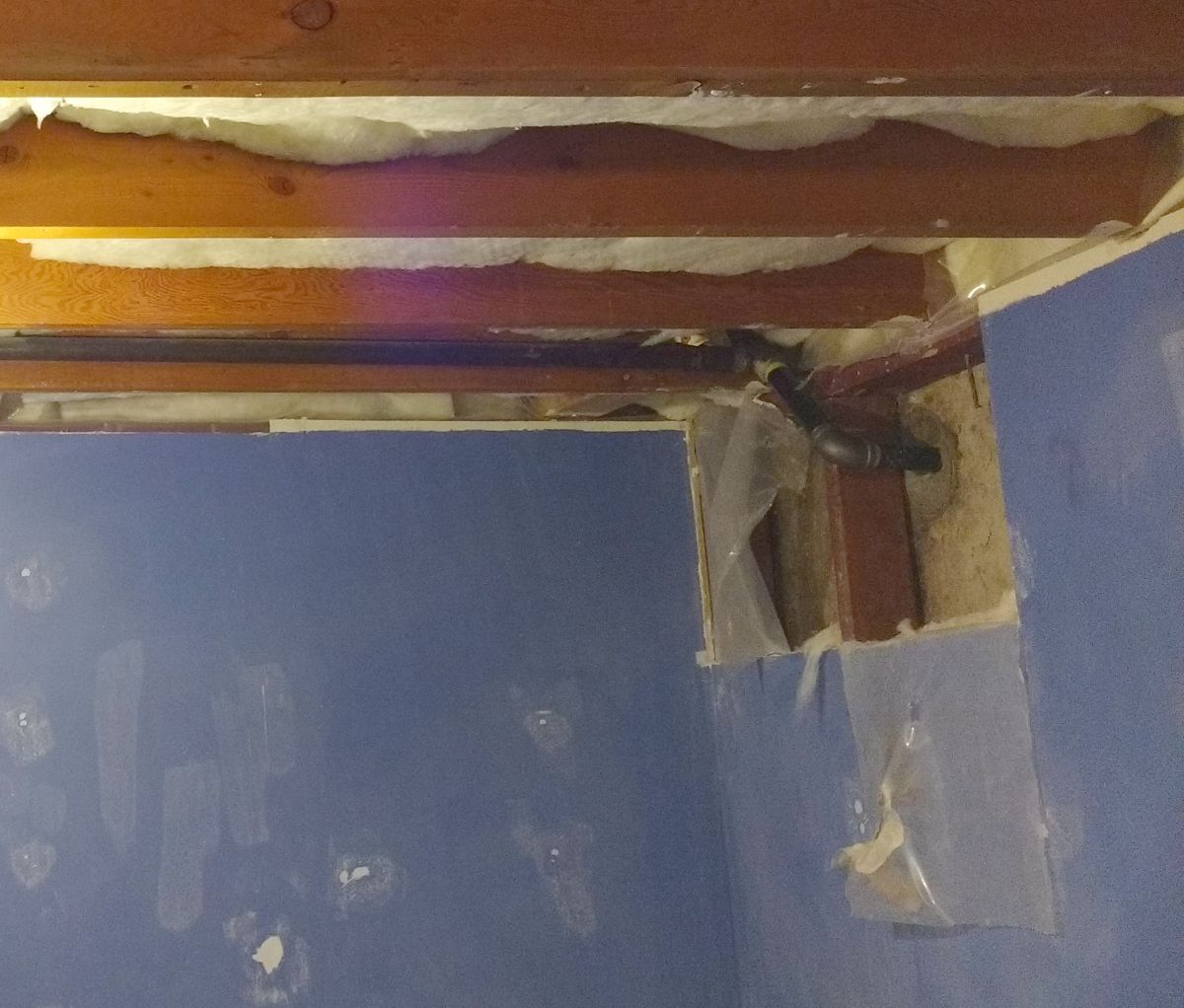 Sweating gas pipe on inside wall (anyway to stop it?)-img_20171208_135209977.jpg