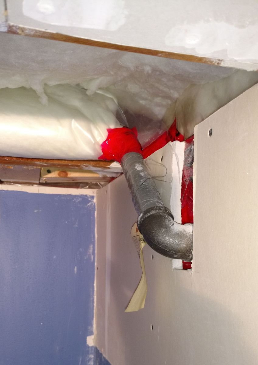Sweating gas pipe on inside wall (anyway to stop it?)-img_20171211_225139104.jpg