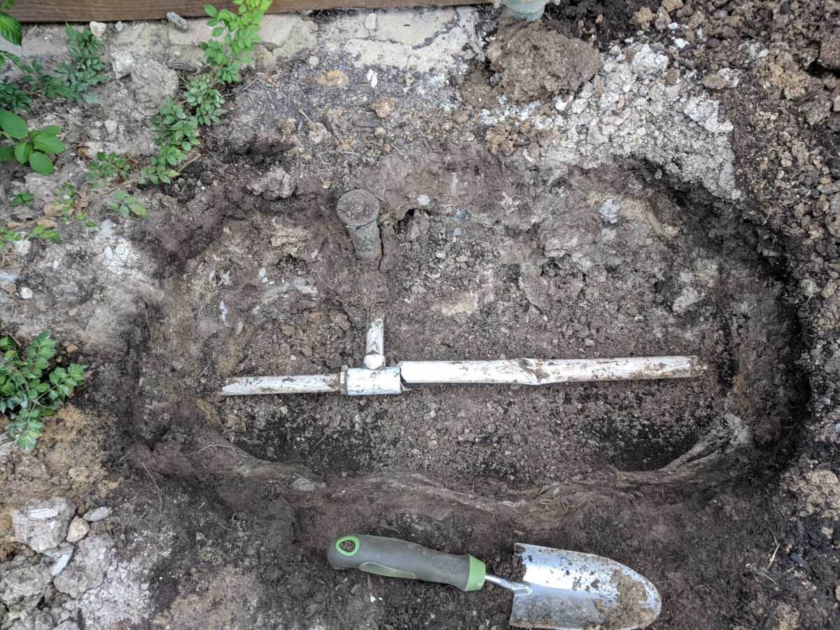 Busted irrigation pipe; need repair recommendations-img_20180619_201947.jpg