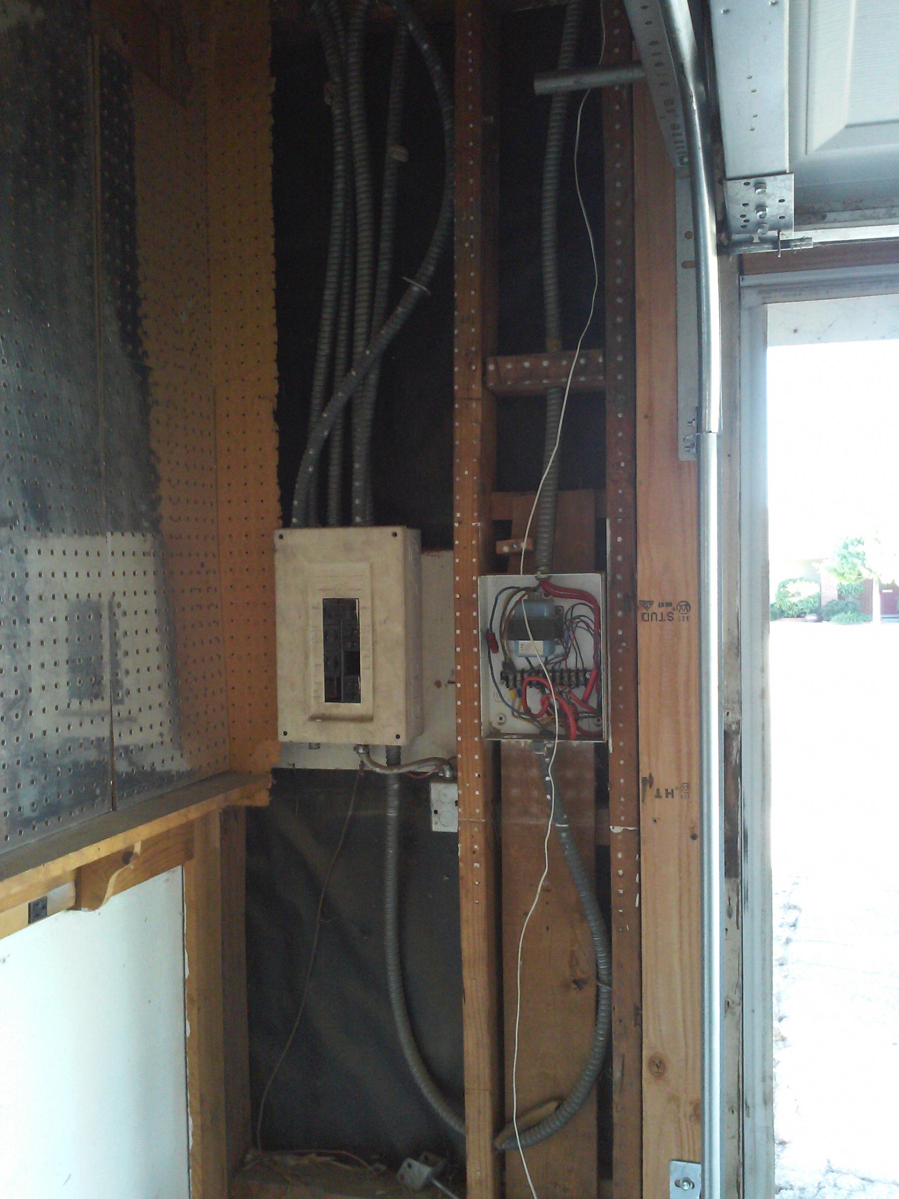 funky wiring in garage. Is this a hazard?-img_20190726_175441.jpg