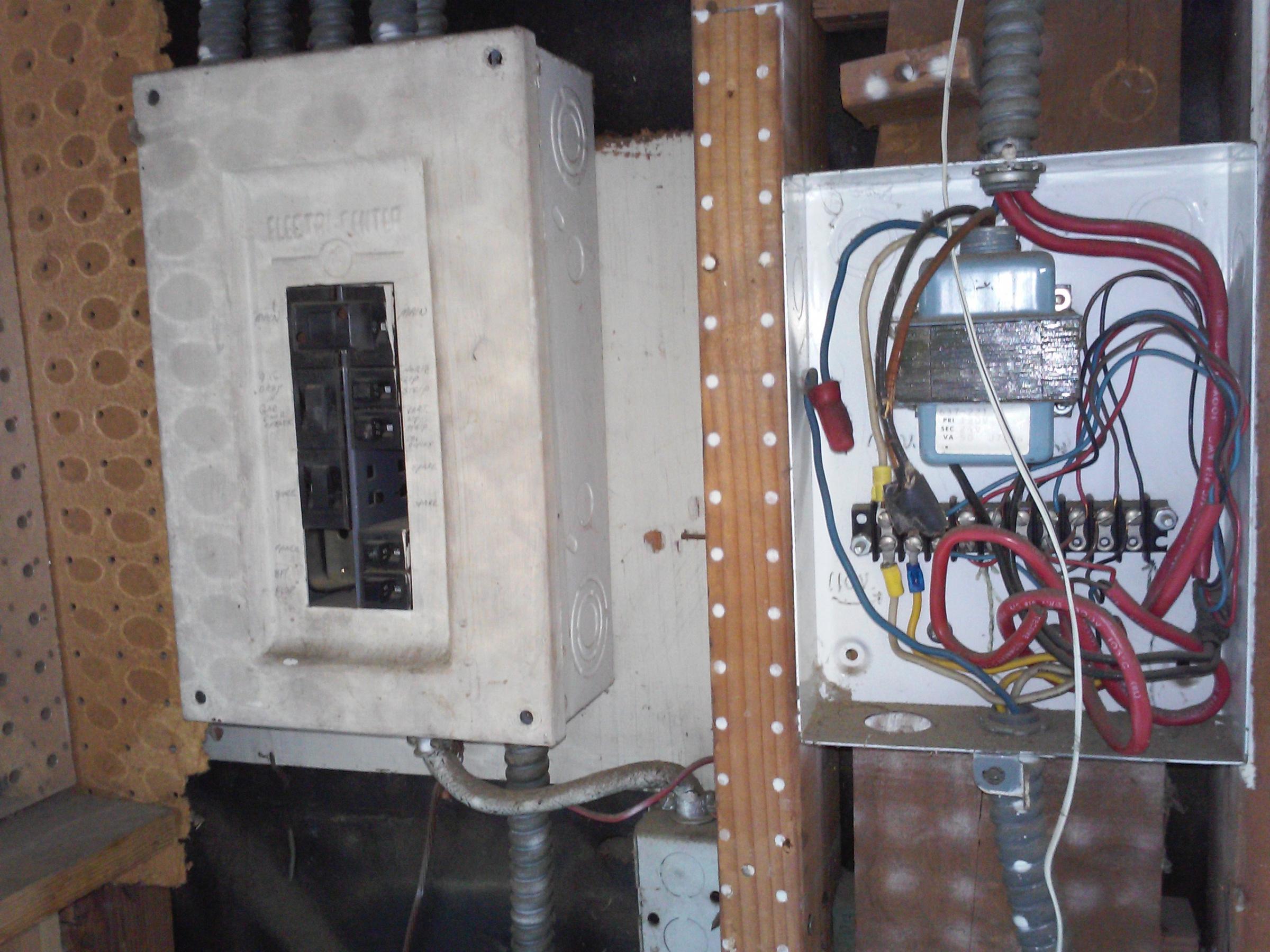 funky wiring in garage. Is this a hazard?-img_20190726_175547.jpg