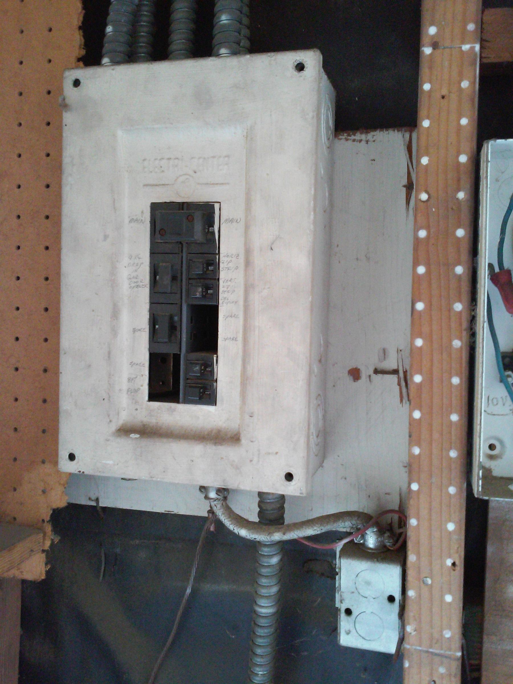 funky wiring in garage. Is this a hazard?-img_20190726_175604.jpg
