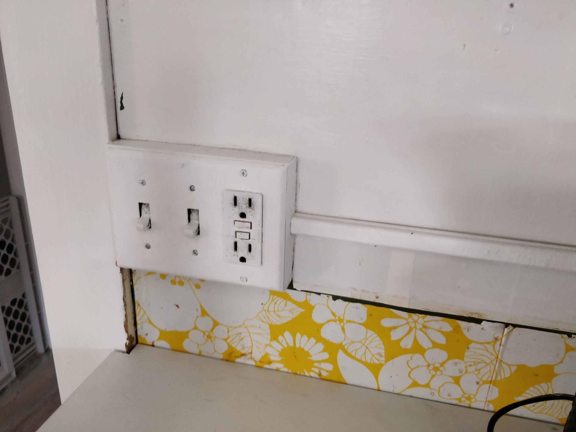 Can I tile over exterior plywood for kitchen backsplash?-img_20200321_150442.jpg
