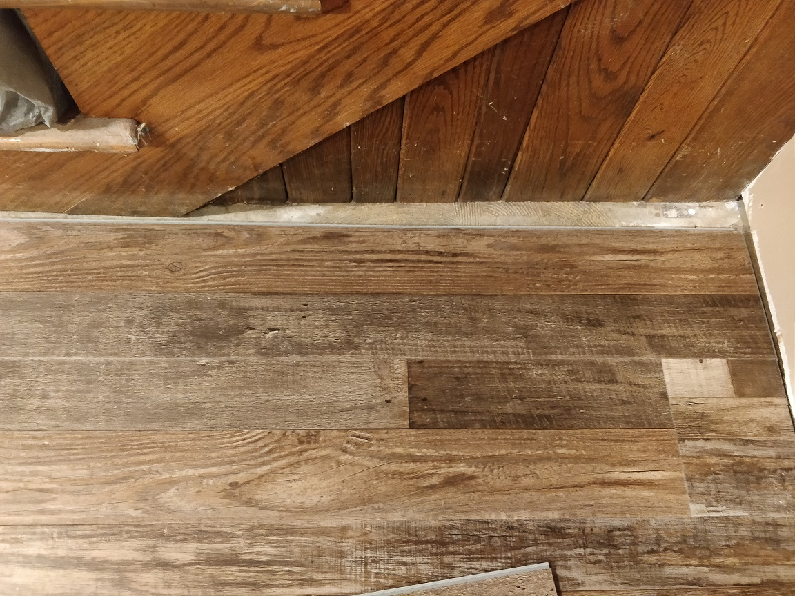 How to lay click flooring (laminate, vinyl, etc) under angled stairway trim?-img_20200602_074515.jpg