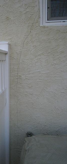 Crack in stucco-img_2029.jpg