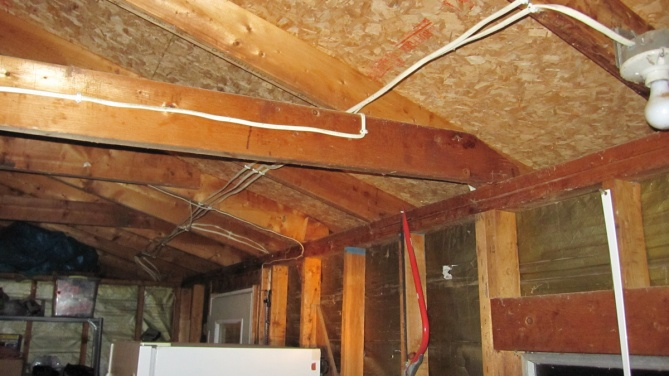 leaning garage wall and sagging roof line.-img_2159.jpg