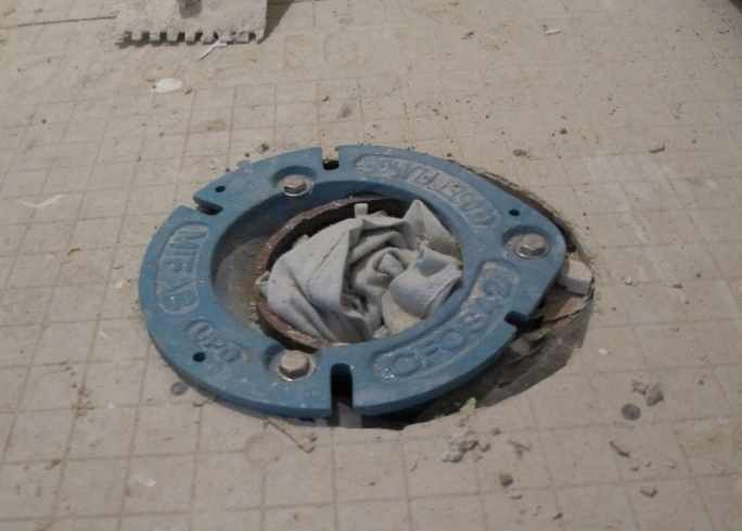 Offset toilet flange installed correct?-img_2272.jpg
