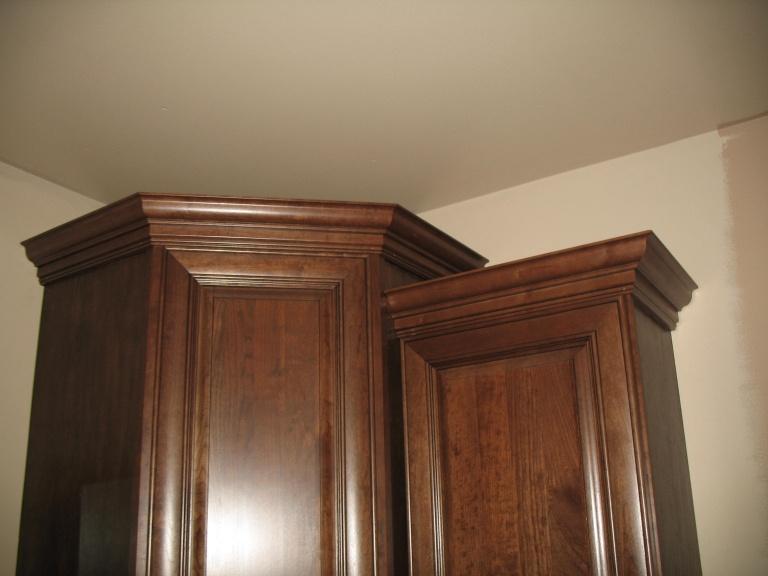 cabinet crown-img_2313.jpg