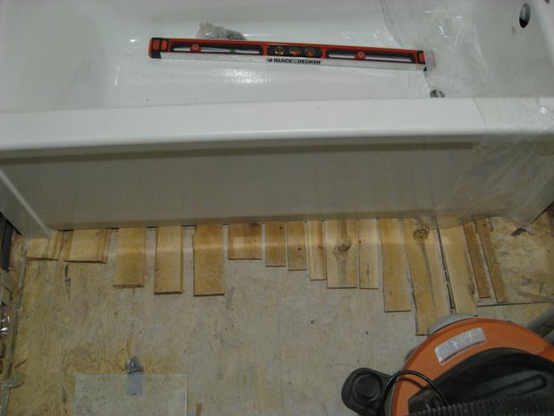 "Installing Maax Advanta ""New Town"" bath tub, leveling and support issues-img_2799.jpg"