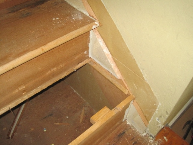 Should I replace wall skirt when installing new retro treads on existing stairs-img_3016.jpg
