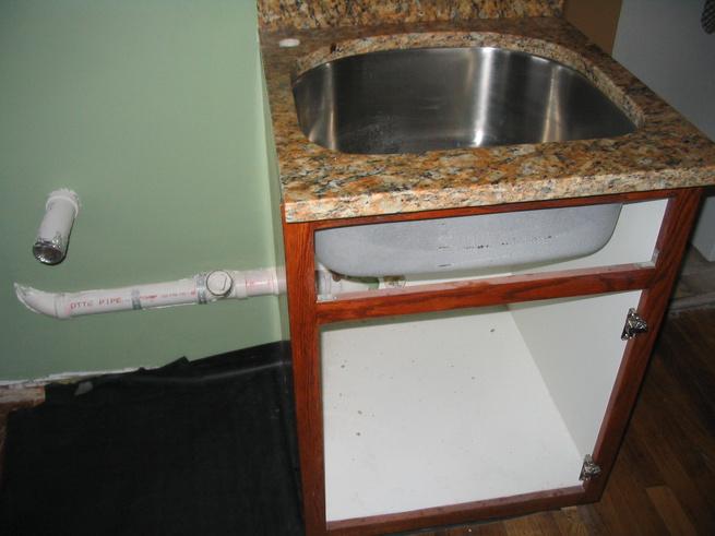 Barrier between kichen sink & washer/dryer-img_3042.jpg