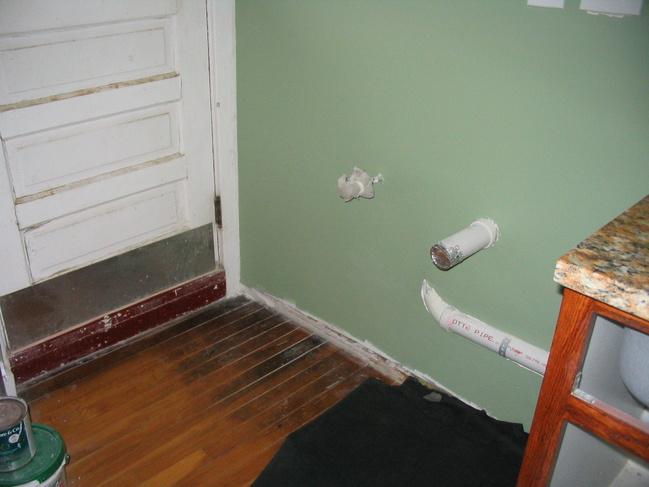 Barrier between kichen sink & washer/dryer-img_3043.jpg