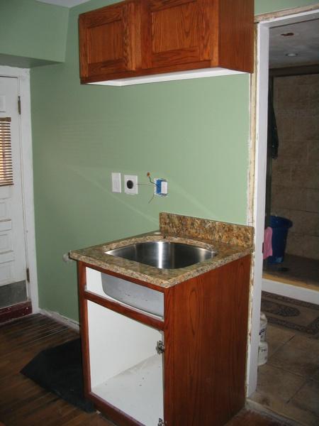 Barrier between kichen sink & washer/dryer-img_3044.jpg