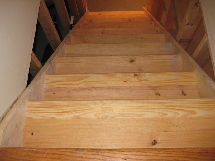 Stairs- Carpeting against stringer/drywall-img_3046.jpg