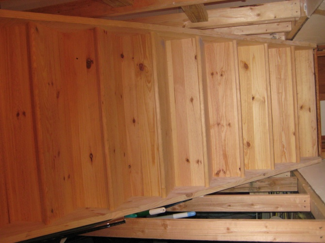 Stairs- Carpeting against stringer/drywall-img_3047.jpg