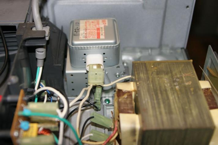 Microwave won't heat, help please....-img_3078b.jpg