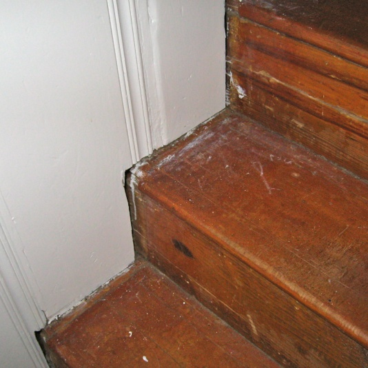 Stair Trimming Questions-img_3143.jpg