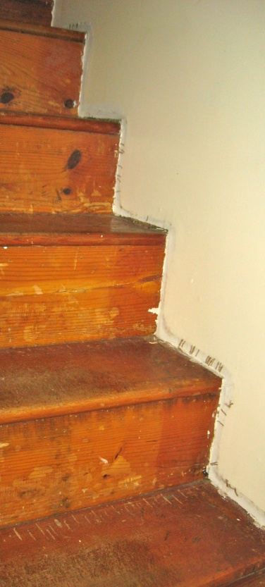 Stair Trimming Questions-img_3147.jpg