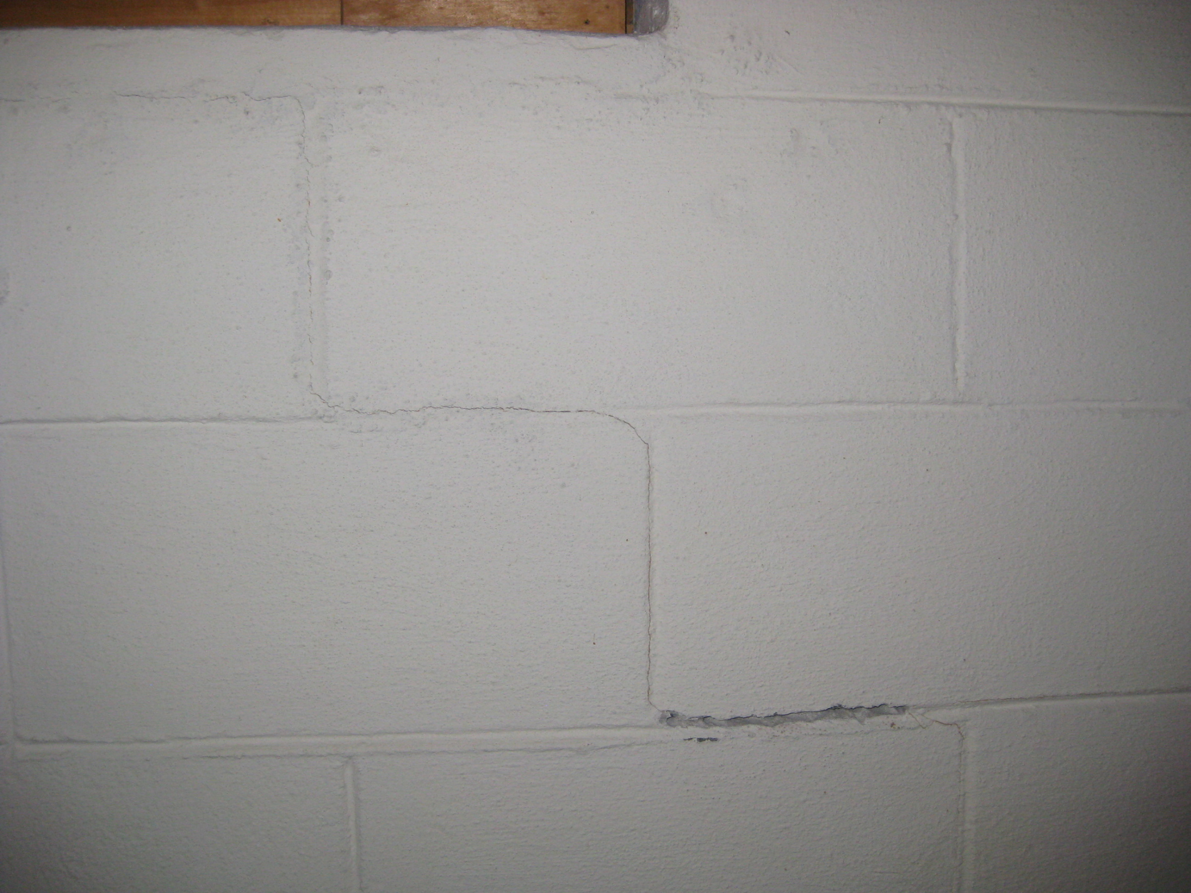 How do I fix mortar that is cracked on basement walls-img_3641.jpg