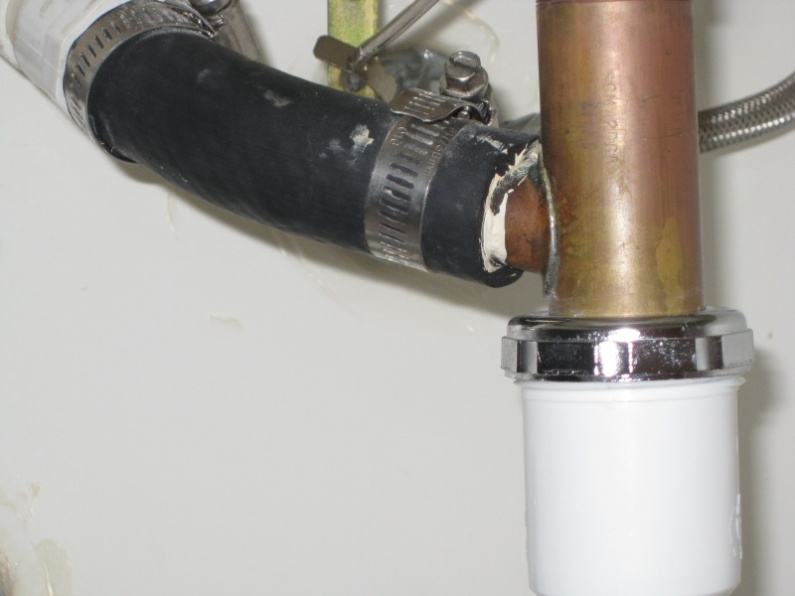 Replacing a faucet drain--what is this extra hose coming into the side?-img_3900.jpg