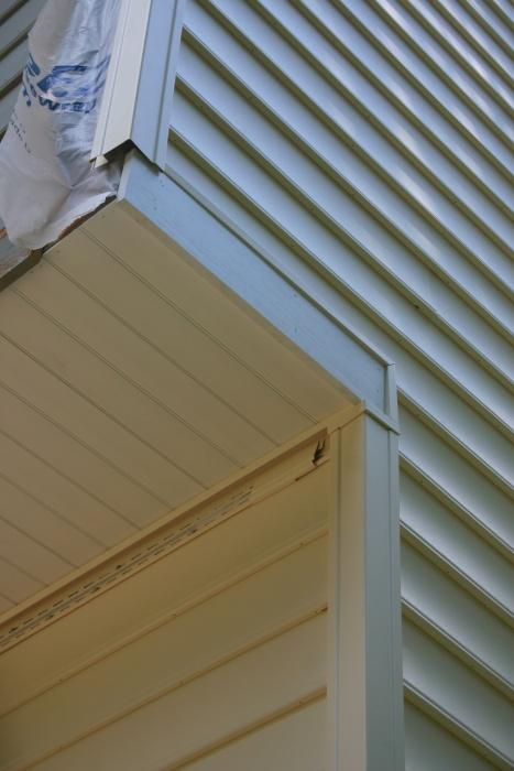 Vinyl siding on the overhang area-img_4170.jpg