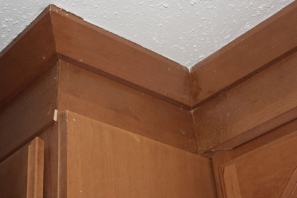 Bad install of kitchen cabinets-img_4228.jpg