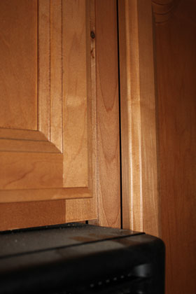 Bad install of kitchen cabinets-img_4231.jpg