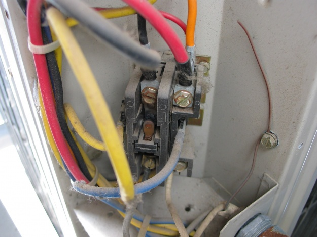 AC outside fan starts then off, this recurs over and over.-img_4650.jpg