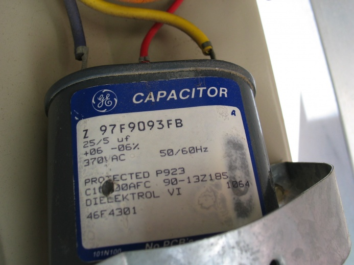 AC outside fan starts then off, this recurs over and over.-img_4651.jpg
