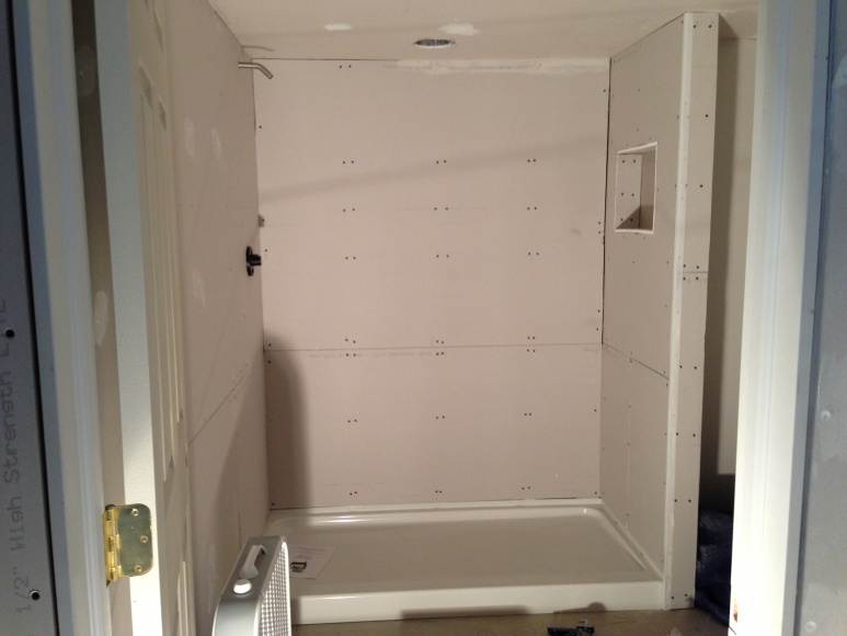 Shower pan against drywall?-img_4729.jpg