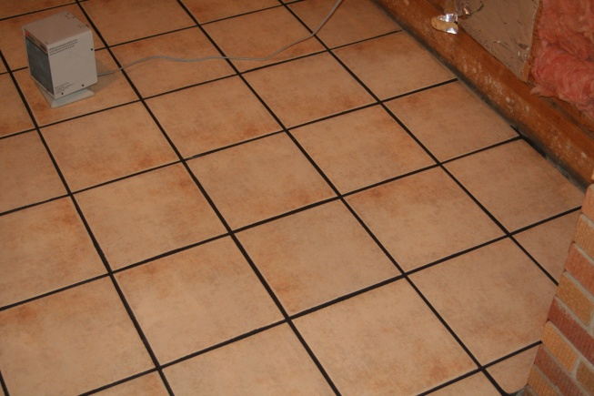 My First (ceramic) Tile Floor, all down, without grout-img_4803.jpg