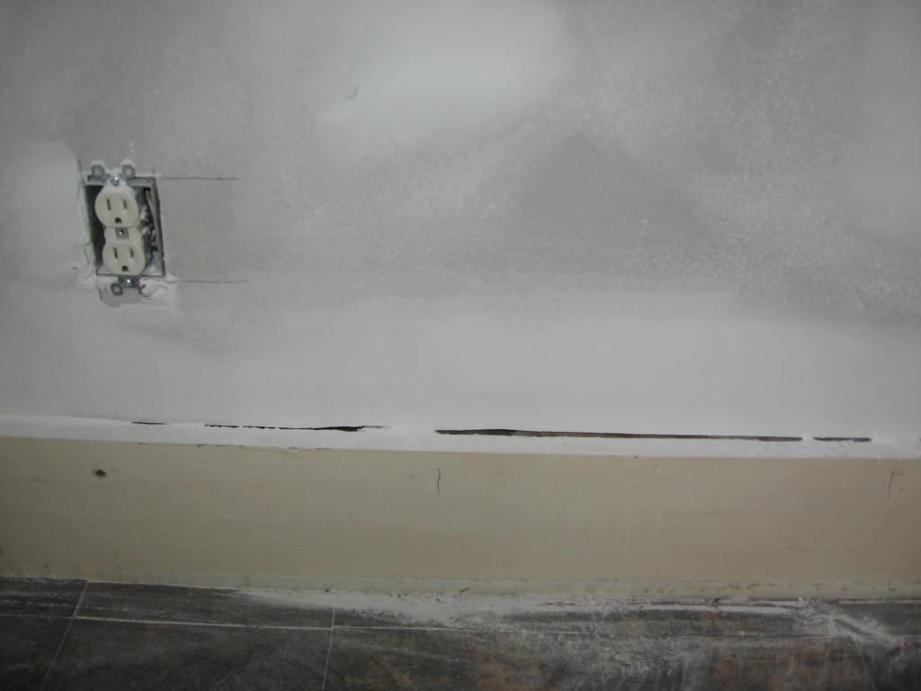 Drywall/Baseboard Gap-img_5040.jpg